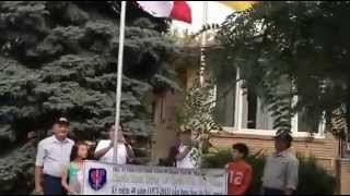 Dựng cột cờ nhà anh Vũ Mạnh, Windsor.