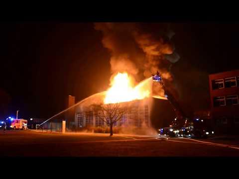 Feuer Turnhalle Haupt- und Realschule Lehrte mit Durchzündung