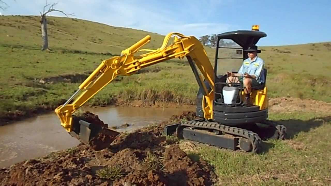 How To Dig With A Mini Excavator Komatsu Pc28uu 2 Youtube
