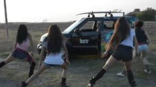 Girls dancing while Boeing 747 landing and perform CGI Aerobatic Aileron Roll