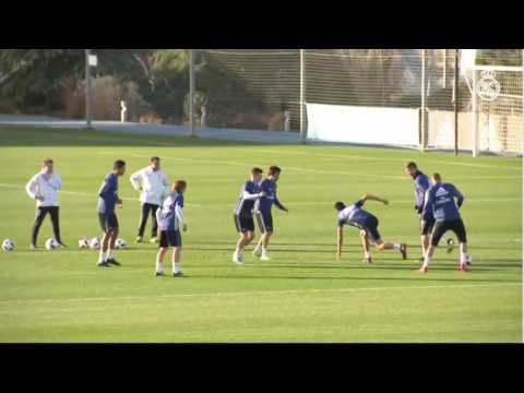 Real Madrid incredible rapid rondo in training session