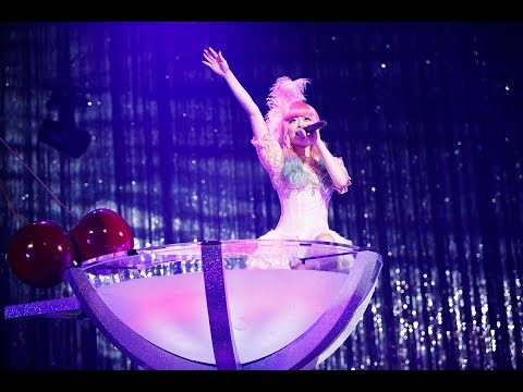 きゃりーぱみゅぱみゅ - 恋ノ花 , ライブミュージックビデオ from 星屑のチェリーマティーニ