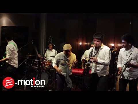 Tompi - Menghujam Jantung (Live @RW Lounge Jakarta)