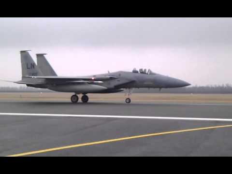 NATO naikintuvai nusileido Šiaulių oro uoste