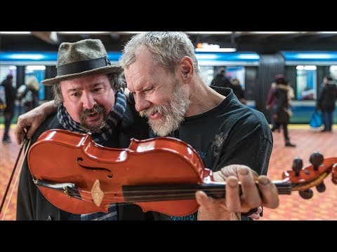 Homeless Montreal violinist gets new instrument after being robbed