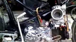 Repeat youtube video Honda C100 DOHC Dry Clutch Takegawa with FCR41.mp4