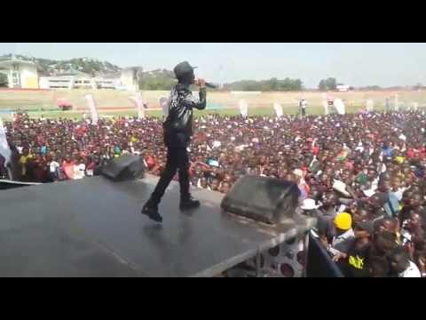 Nkunda Star kwenye stage ya Komaa Concert 2017 Mwanza