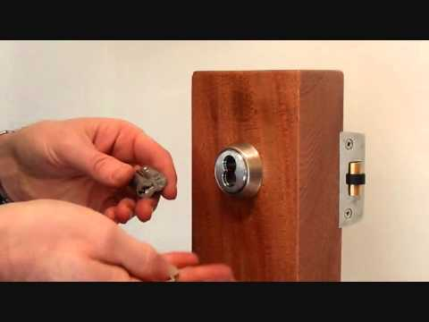 Changing the core of an interchangeable lock