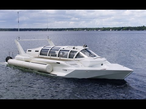 This speedboat transforms into a submarine