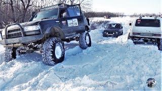 Toyota Land Cruiser 80, Нивы, УАЗ и Great Wall по глубокому снегу.