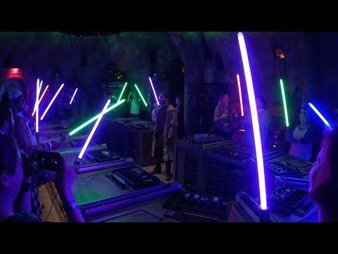 Star Wars: Galaxy´s Edge (SPOILERS) Confira a experiência de como montar seu Sabre de Luz