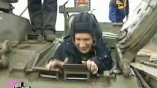 Oliver Pocher beim Panzerfahren
