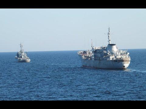 Зачем старые корабли ВМС Украины плывут в Азовское море?