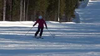 Переход от поворотов на параллельных к карвингу горные лыжи.