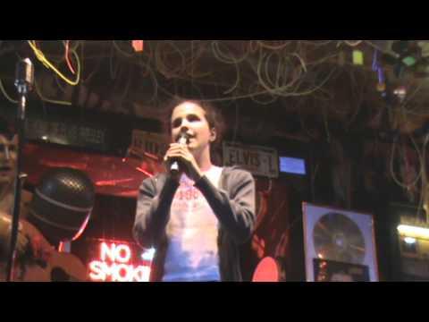 Agnieszka Svenja Ottawa im Karaoke-Pub Teil 1