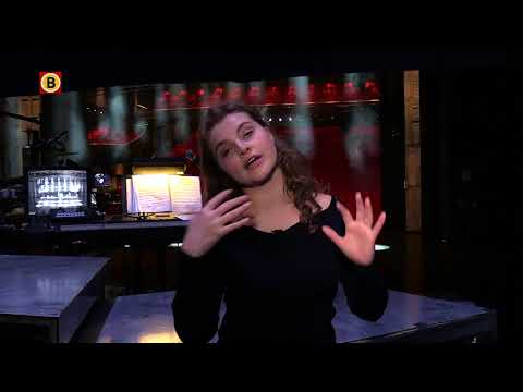 Vajèn van den Bosch geeft backstage rondleiding bij musical On Your Feet