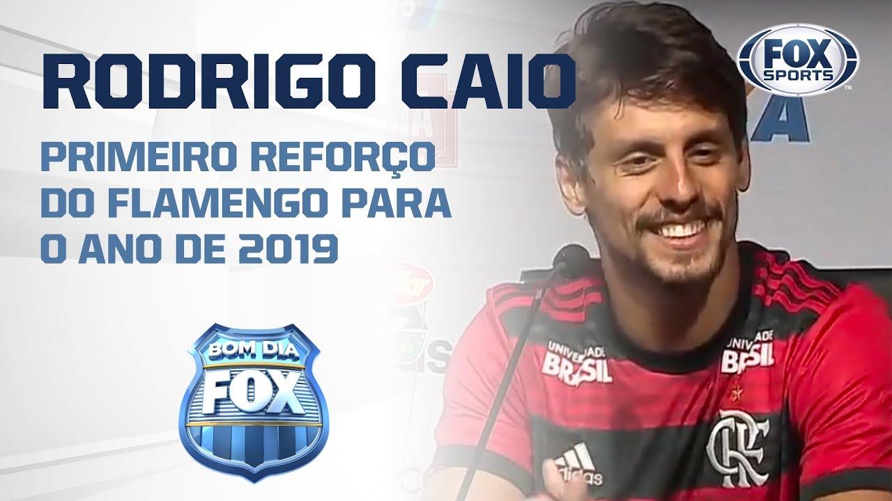 QUEM NÃO SONHA UM DIA JOGAR NO FLAMENGO    Rodrigo Caio é ... 63ec8317ca456