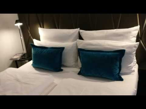 Motel ONE Berlin KUDAM VID 20170717 213207