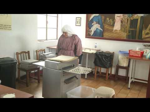 Preparación de hostias para el papa