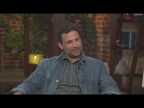 Jeremy Sisto hunts a killer in 1980's LA in 'Wicked CIty'