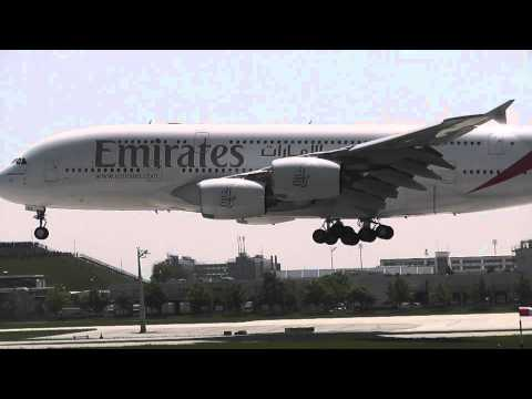 Emirates 049 comes in to land at Munich Airport