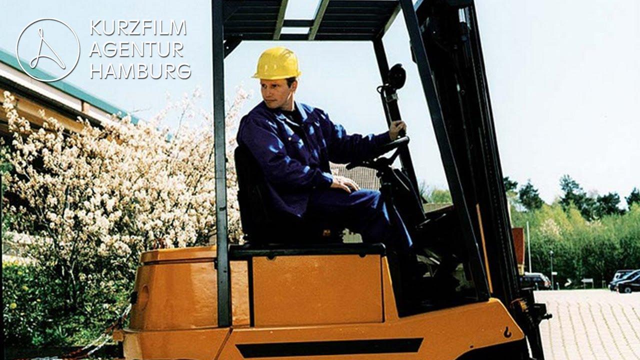 Download Staplerfahrer Klaus - Der erste Arbeitstag | Ein Kurzfilm von Jörg Wagner & Stefan Prehn