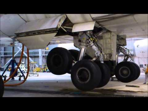 747 Landing gears retraction tests