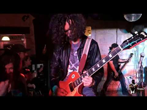 « Sweet Child O' Mine » Cover Jordan's Band @The Beatles Bar - Varadero Cuba. Excellent 20/02/2016.