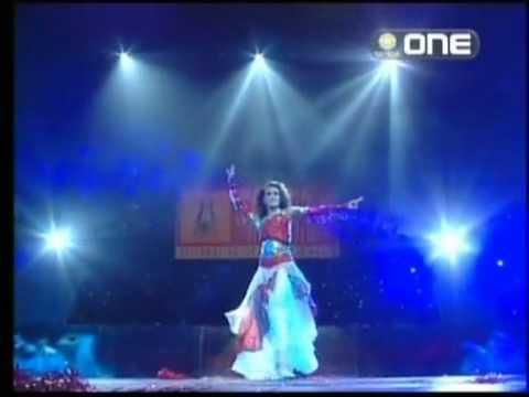 A rare video of Hrithik Roshan performing at Dhoom Machade