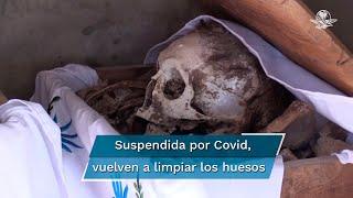 Habitantes de un poblado en plena selva maya de la península retomaron este año con cariño, rezos y cantos su tradición ancestral de limpiar los huesos de sus seres queridos, suspendida en 2020 por la pandemia de coronavirus
