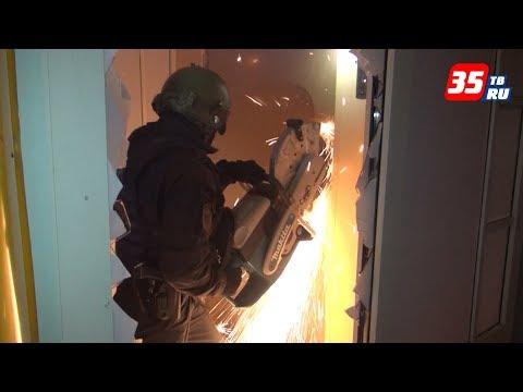 Болгаркой вскрывали полицейские дверь в подпольном казино Вологды