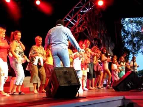 The Fly, Chubby Checker Epcot Flower and Garden Festival 2010 Mp3