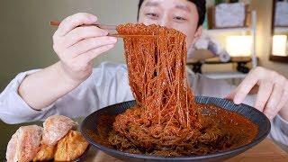 I do not feel spicy. 송주불냉면 매운양념장 한통 올인+청주미친만두 먹방b^^d Hottest Noodles&Hottest Dumplings Sound Mukbang