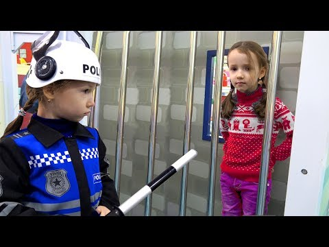 Ulya Pretend Play a Sidewalk Cop and Catches a Robber - Funny story for kids