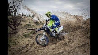 Мотокросс. Обучение езде на песке.  Повороты. Прыжки и старт.