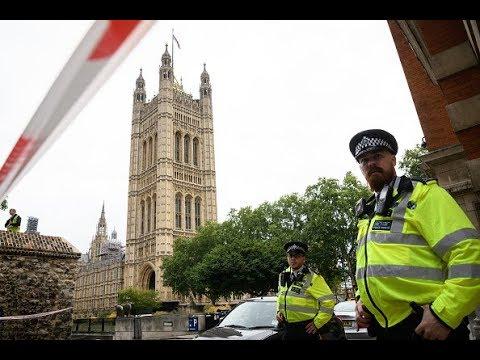 حديث الساعة: لماذا أرادت الشرطة البريطانية أن تعلن هذا التوصيف السريع بأنه هجوم إرهابي؟  - نشر قبل 34 دقيقة