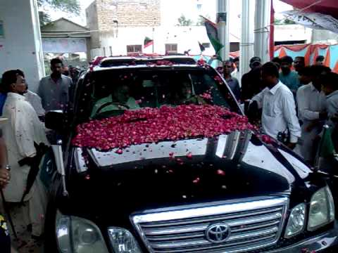 Dr.fehmida mirza and zulfqar mirza arriving at jamali house talhar