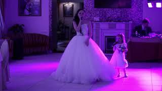 Трогательная песня мамы и дочки на свадьбе