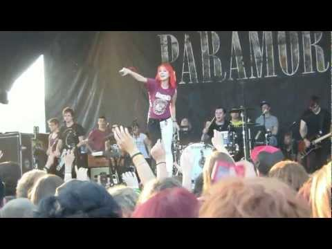 Paramore at Warped Tour 2011- Pressure (Hayley Wants to Flip ;) HD Live on 7-16-2011