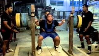 elvin squatting 240kg 3 rep