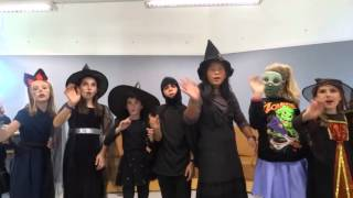 Halloween song with EIS Escola d