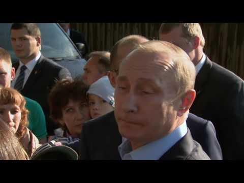 Владимир Путин посетил аварийный дом вИжевске
