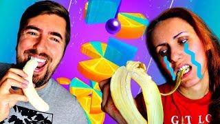СЛАДОСТЬ или ГАДОСТЬ Челлендж МАМА против ПАПЫ в Игре Helix Jump Мы Играем Смешное Для Детей