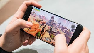 📱 Was PLAYING IN FORTNITE CELL SAVING THE WORLD 🤔 - SCAMEING SCAMERS IN FORTNITE