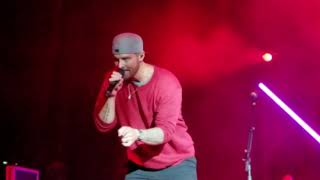 Ain't too Proud to Beg (The Temptations)sung by Brett Young at Coca Cola Roxy in Atlanta on 12/14/18 Video