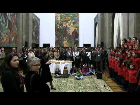 Pequenos Cantores da Maia na Assembleia da República