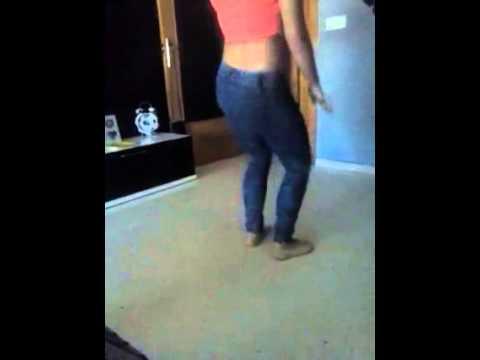 Niña bailando de 11 años
