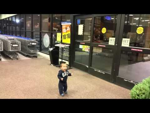 Su primera reacción al ver una puerta automática