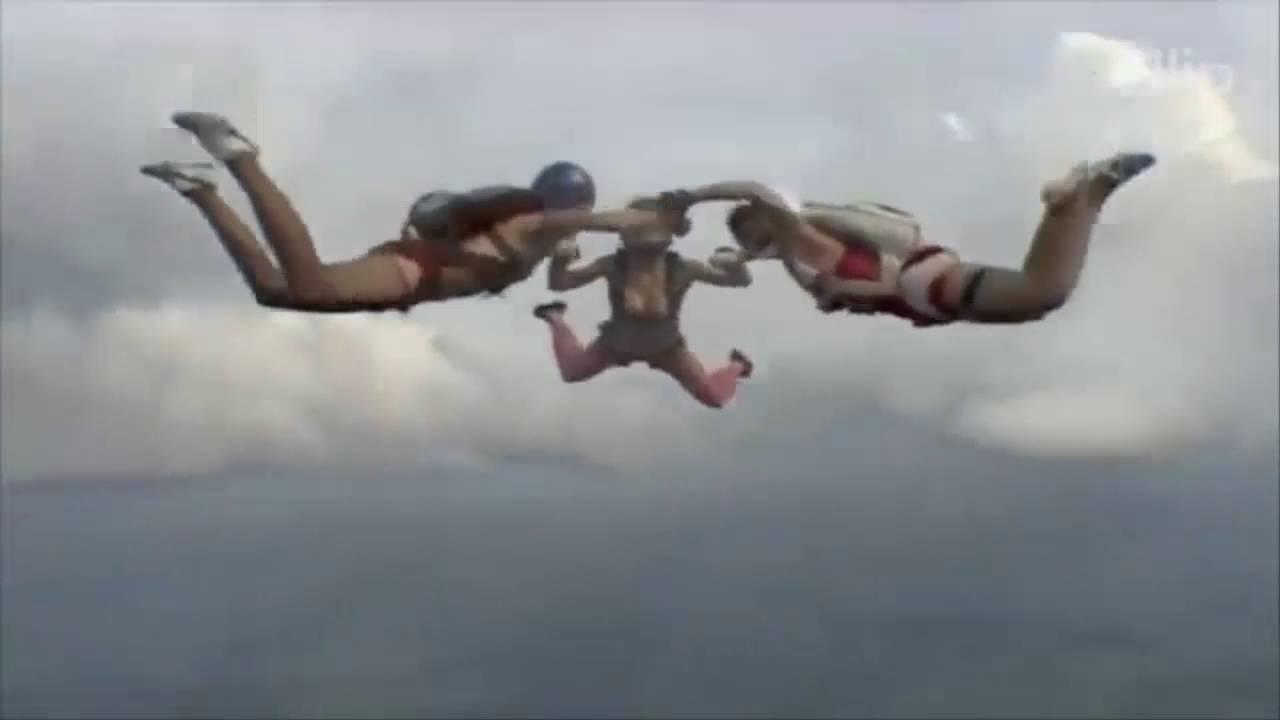 girls skdiving in bikinis