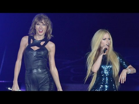 "Taylor Swift Performs ""Complicated"" with Avril Lavigne"